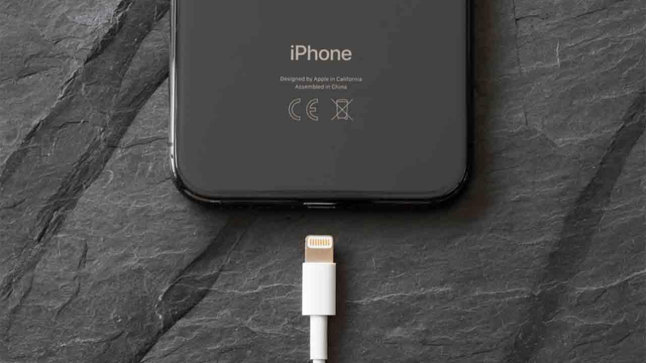 Apple abandonará a Lightning en el iPhone 13