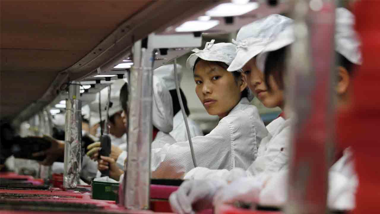 Apple tardó varios años en cerrar una fábrica con niños explotados